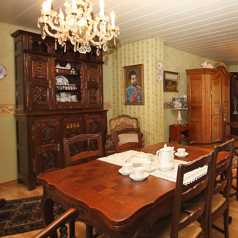 esszimmer antik antik la flair antike m bel und. Black Bedroom Furniture Sets. Home Design Ideas